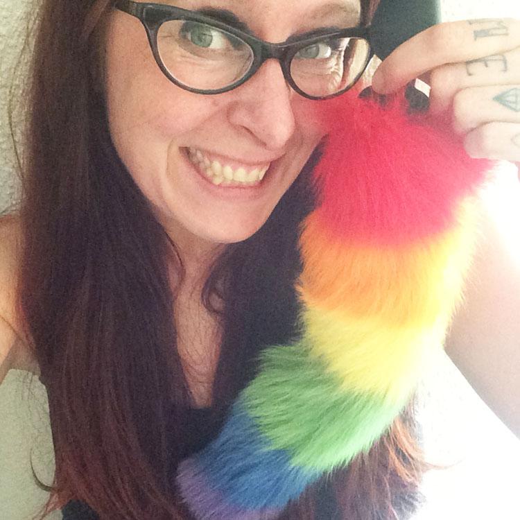 Dit is een afbeelding van rainbow tailz buttplug regenboog staart