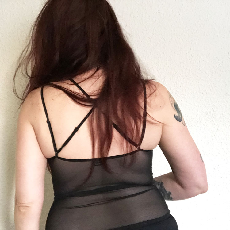 Dit is een afbeelding van achterkant chemise intensa obsessive lingerie review