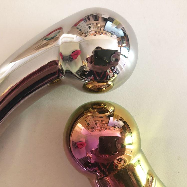 Dit is een afbeelding van metalen dildo glazen dildo