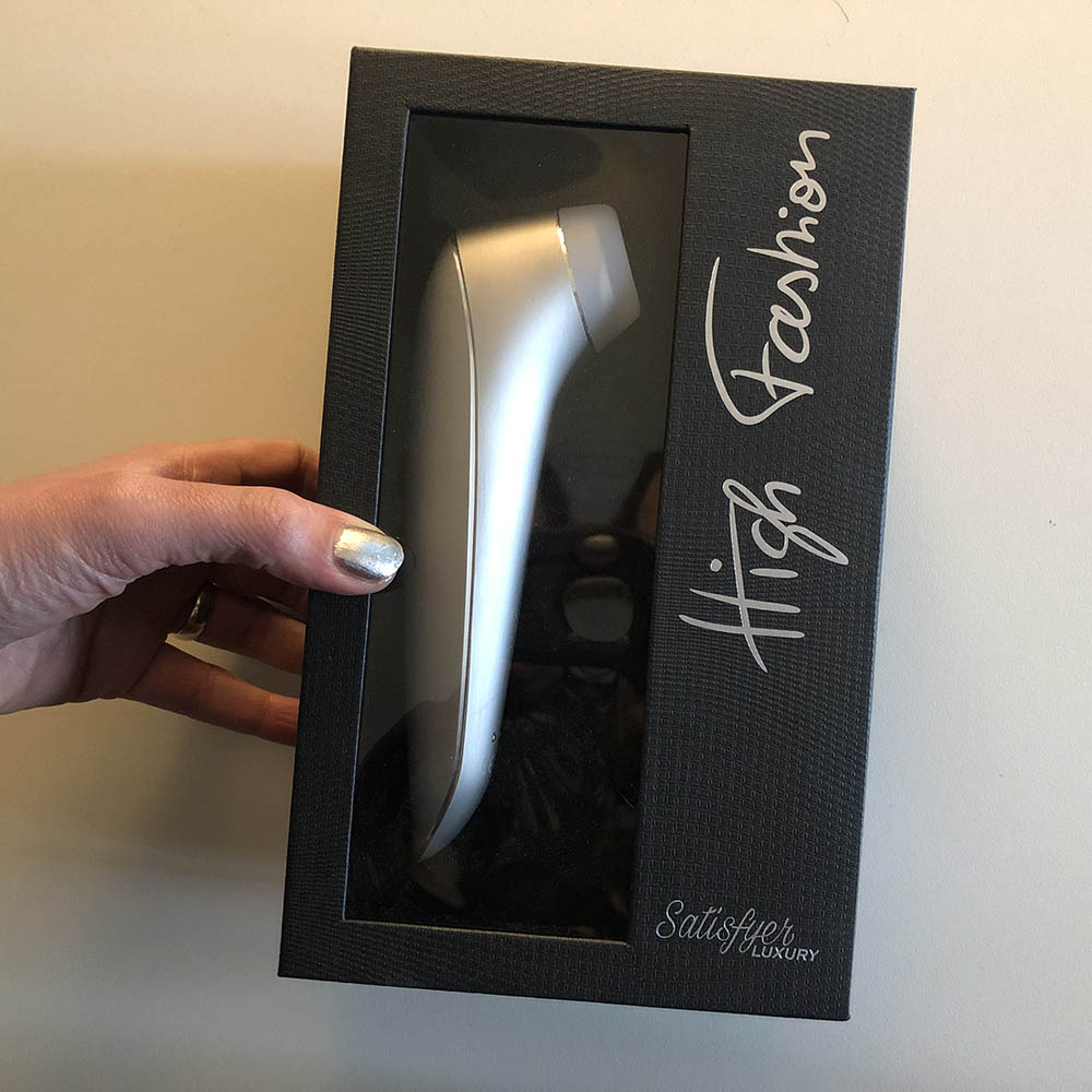 Dit is een afbeelding van verpakking satisfyer high luxury fashion