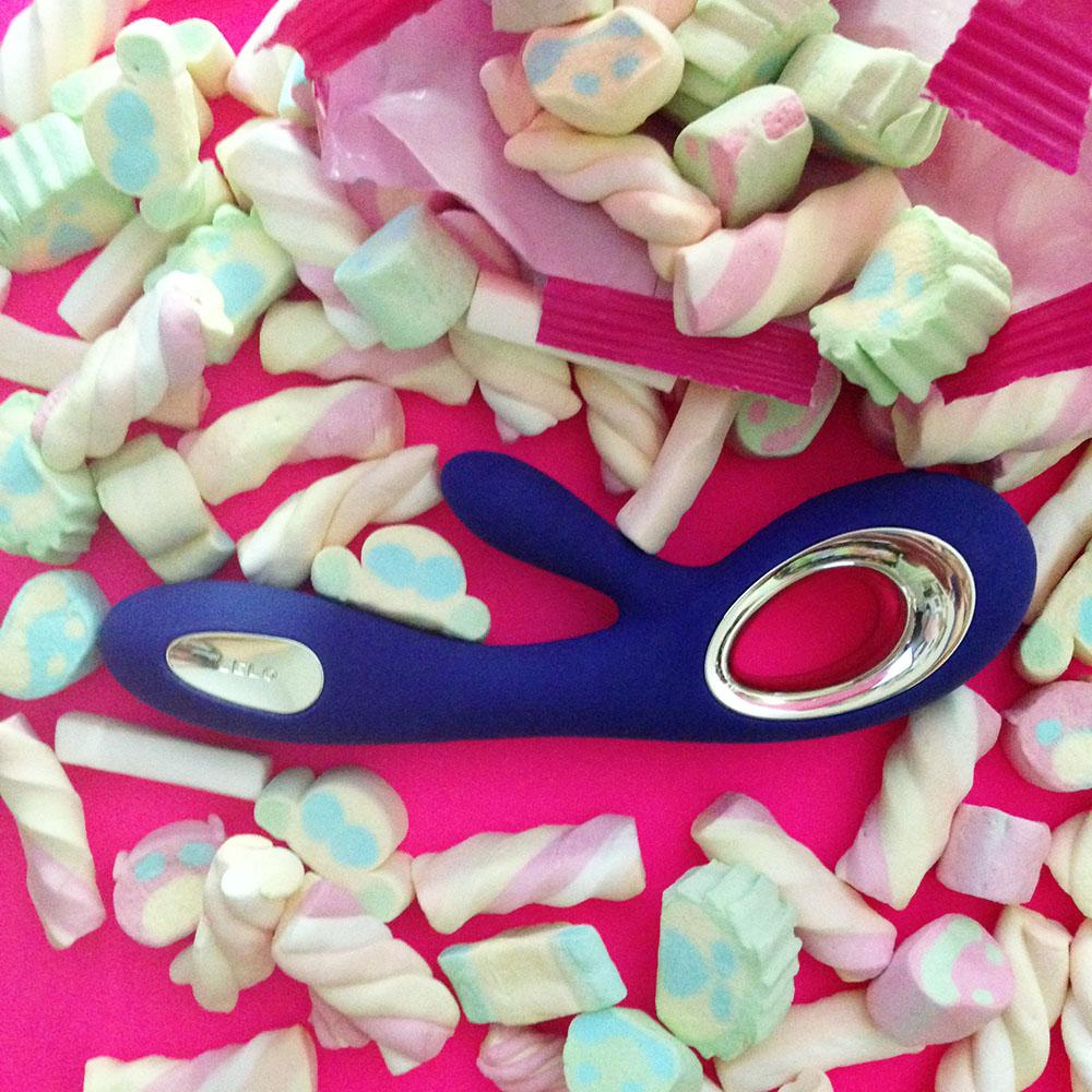 Dit is een afbeelding van lelo soraya wave candy review