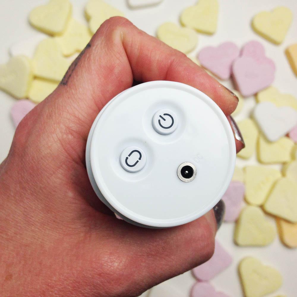 Dit is een afbeelding van knopjes van de pillow talk feisty